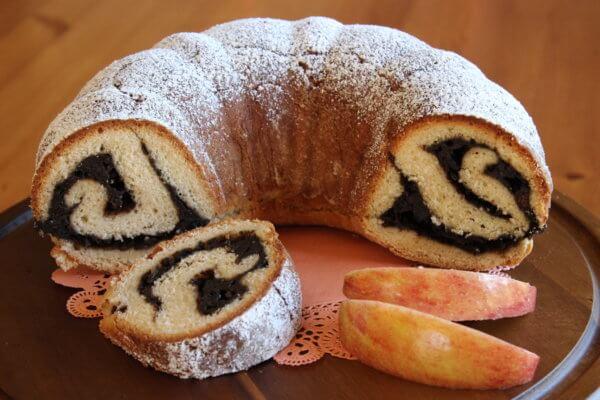 BUNDT CAKE WITH GINGERbread-APPLE FILLING