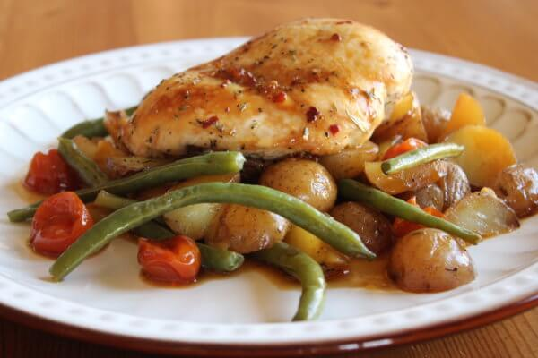 BAKED POTATOES WITH GREEN BEANS< TOMATOES AND CHICKEN (