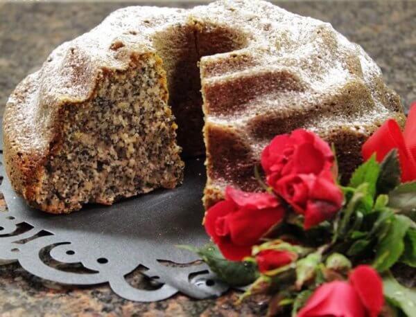 Bundt poppy seed cake