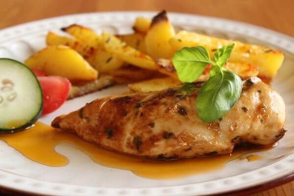 CHICKEN BREAST WITH BASIL AND GARLIC