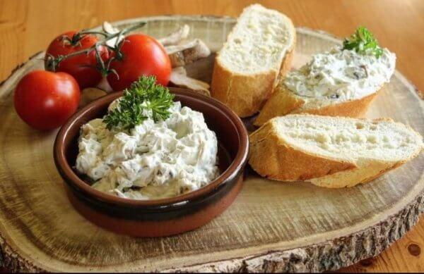 Mushroom Spread with Blue Cheese